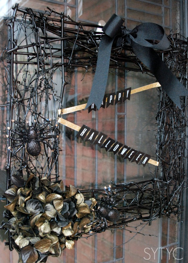 Easy Halloween Wreath via SYTYC.com