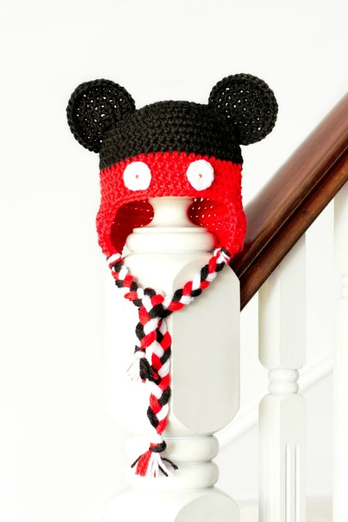 Mickey Mouse Crochet Hat. Plus 15 Mickey and Minnie Mouse Craft Projects - So many fun ideas here. Great for trips to Disney or at-home parties.