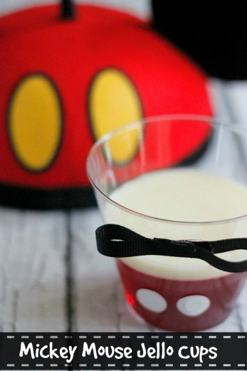 Mickey Mouse Jello Cup. Plus 15 Mickey and Minnie Mouse Craft Projects - So many fun ideas here. Great for trips to Disney or at-home parties.