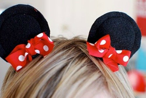 Minnie Mouse ears, plus 15 Mickey and Minnie Mouse Craft Projects - So many fun ideas here. Great for trips to Disney or at-home parties.