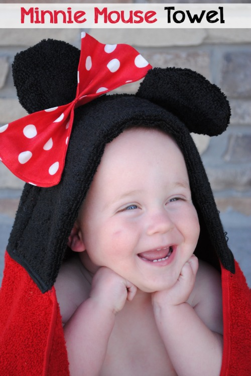 Mickey and Minnie Mouse Hooded Towel Tutorial. Plus 15 Mickey and Minnie Mouse Craft Projects - So many fun ideas here. Great for trips to Disney or at-home parties.