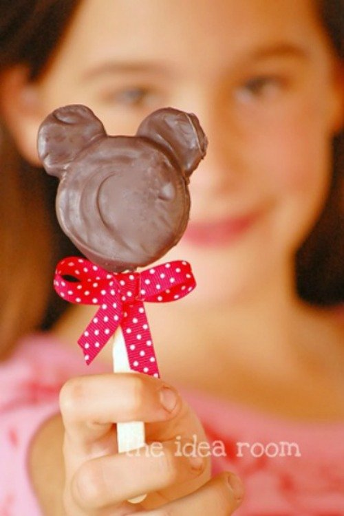 Minnie Mouse Oreo Pops. 15 Mickey and Minnie Mouse Craft Projects - So many fun ideas here. Great for trips to Disney or at-home parties.