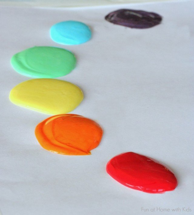 Scented finger paint recipe. Great non-toxic paint recipe that's safe for toddlers.