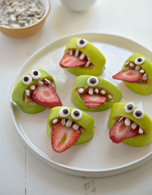These monster apple bites are the perfect crafty kids treat for fall.