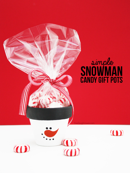 DIY Simple Snowman Candy Gift Pots! Perfect for a holiday party favor or secret santa gift!