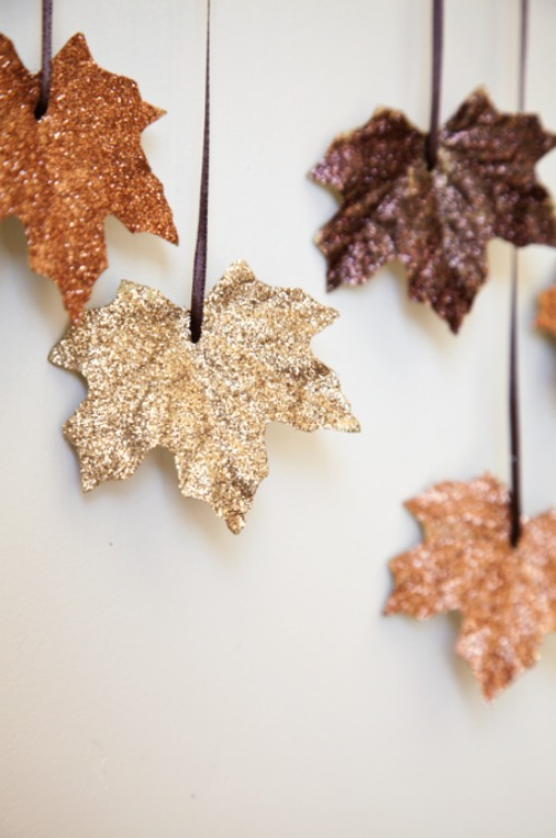 Fall glitter leaves. Easy enough for kids to make + perfect for fall decorating.