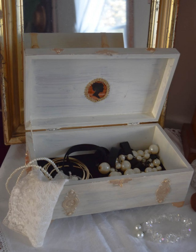 inside jewelry box