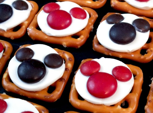 Mickey and Minnie Pretzel Snacks. Plus 15 Mickey and Minnie Mouse Craft Projects - So many fun ideas here. Great for trips to Disney or at-home parties.